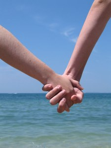 94ece-couple-holding-hands1