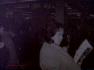 Mama di Tokyo tahun 1974, menemani Bapak berdinas. Hobi bacanya menular ke aku kan? :P